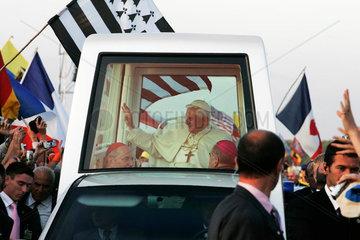 Weltjugendtag Koeln 2005 Marienfeld Vigilfeier Papst Benedikt XVI Papamobil