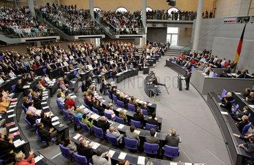 Bundestag Gerhard Schroeder stellt Vertrauensfrage