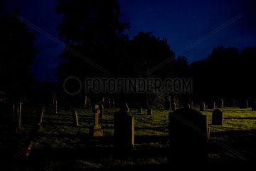 naechtlicher Friedhof