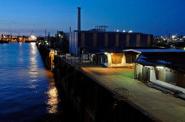 Oelhafen Hamburg