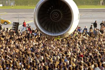 Landung des Airbus A380 in HH-Finkenwerder
