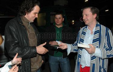 Olli Ditsche Dittrich mit Fans nach der Sendung