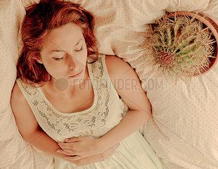 Frau mit Kaktus II