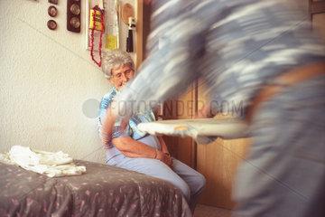 Demenzkranke mit pflegenden Angehoerigen