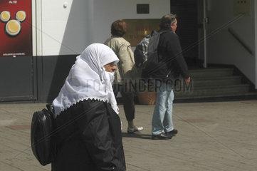 Tuerkische Frau in Hamburg St.Georg
