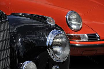Mercedes Oldtimer 50er Jahre und Porsche 911 70er Jahre