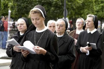 Fronleichnahmsprozession: katholische Nonnen
