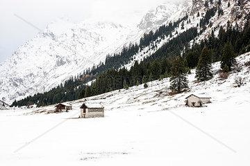 Berghuetten im Schnee