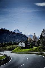 Landstrasse im Gebirge