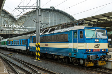 Prag  Tschechien  Zug der Ceske drahy im Prag Hauptbahnhof