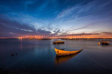 Boote auf dem See in der Abendsonne