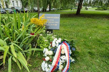 Prag  Tschechien  Gedenktafel fuer die Studentin Marie Charouskova