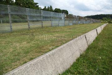 Geisa  Deutschland  KFZ-Sperre auf der Grenzanlage der Gedenkstaette Point Alpha
