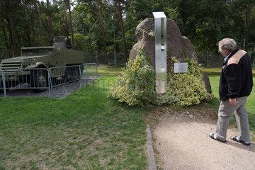 Rasdorf  Deutschland  Flakpanzer und Gedenkstein auf der Gedenkstaette Point Alpha