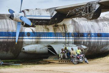 Schrottflugzeug auf dem Flughafen Bunia