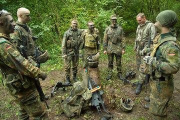 Illkirch-Grafenstaden  Frankreich  Soldaten des JgBtl 291 bei einer Fortbildung