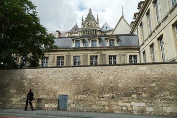 Reims  Frankreich  die Kathedrale Notre-Dame von Reims  davor der Palais du Tau