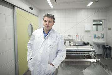 Prof. Dr. med. Michael Tsokos  Obduktions-Scanner der Pathologie