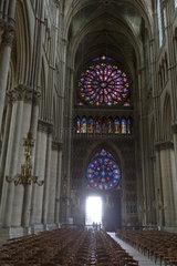 Reims  Frankreich  Blick zum Eingangsportal in der Kathedrale Notre-Dame von Reims