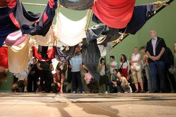 Tanz Performance nach eine Coreographie von Trisha Brown