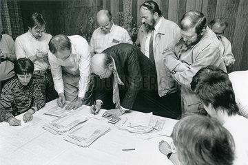 Volkskammerwahl DDR  Auszaehlung  18.03.1990