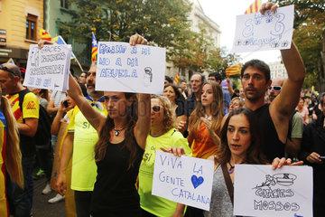 Demonstration gegen die von der spanischen Regierung eingesetzte Gewalt gegen Katalonien und fuer die Unabhaengigkeit und die Gruendung einer Republik.