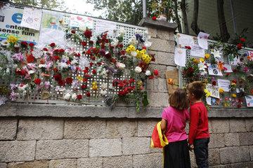 Girona  Katalonien  Spanien - Trauer nach gewaltsamen Polizeieinsatz am Tag des Referendums fuer Unabhaengigkeit