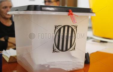 Girona  Katalonien  Spanien - Wahlurne beim Referendum fuer Unabhaengigkeit