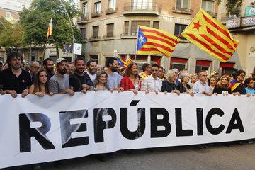 Girona  Katalonien  Spanien - Demonstration fuer die Unabhaengigkeit und die Gruendung einer Republik