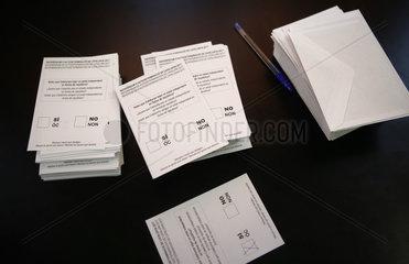 Girona  Katalonien  Spanien - Stimmzettel beim Referendum fuer Unabhaengigkeit