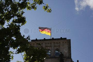 Reichstag und Deutschefahne