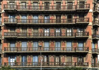 altes Wohngebaeude in Barcelona