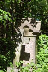 London  Grossbritannien  Grabkreuz auf dem Abney Park Cemetery