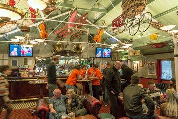 Brighton  Grossbritannien  originelle Pub Victoria s Bar auf dem Brighton Pier