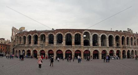 Verona  Amphitheater  Aussenansicht  Italien