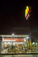 Barcelona  Spanien  McDonald_______s-Filiale in einem Vorort