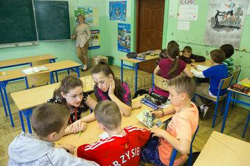 Posen  Polen  Schueler der 5. Klasse beim Deutschunterricht