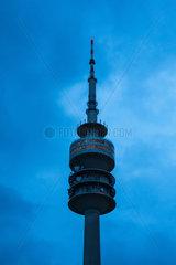 Muenchen  Deutschland  der Olympiaturm bei Nacht