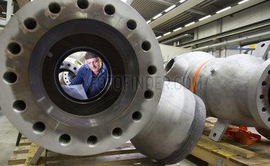 Produktion von Regelventilen fuer Kraftwerkstechnik bei der Firma HORA