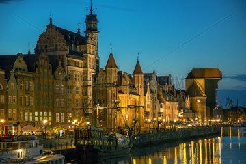Danzig  Polen  Blick auf die Rechtstadt (Altstadt) mit dem Krantor (Zuraw)