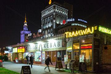 Warschau  Polen  geoeffnete Imbissbuden im Stadtzentrum bei Nacht
