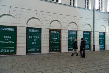 Warschau  Polen  Werbung fuer freie Bueroflaeche am Plac Bankowy