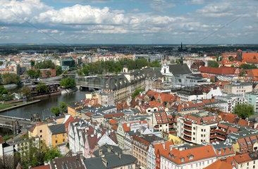 Breslau  Polen  Blick ueber die Altstadt  Universitaet und Oder