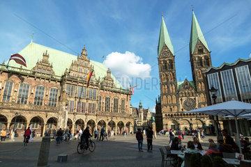 Bremen  Deutschland  der Marktplatz mit Rathaus und Bremer Dom