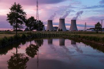 Turek  Polen  Braunkohlekraftwerk Adamow am Abend