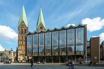 Bremen  Deutschland  der Marktplatz mit Bremischer Buergerschaft und Bremer Dom