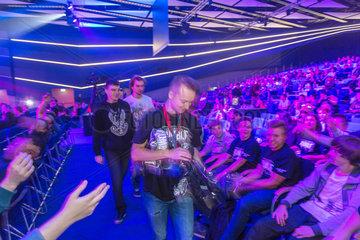 Posen  Polen  Besucher auf der Poznan Game Arena
