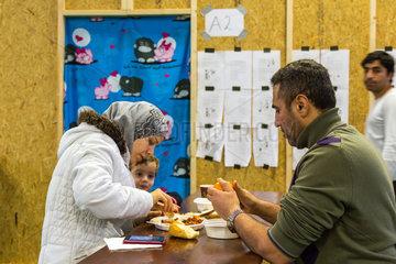 Bremen  Deutschland  syrische Fluechtlingsfamilie in einer Notunterkunft