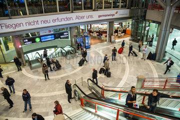 Stuttgart  Deutschland  Rolltreppen im Flughafen Stuttgart