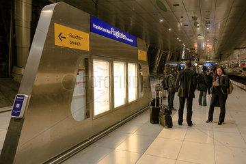 Frankfurt  Deutschland  Bahnsteig des Bahnhofes am Flughafen Frankfurt